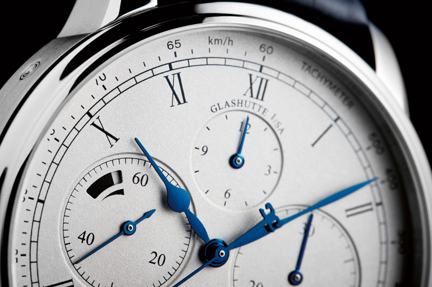 A closer look at the Senator Chronograph Panorama Date's superb silver dial.